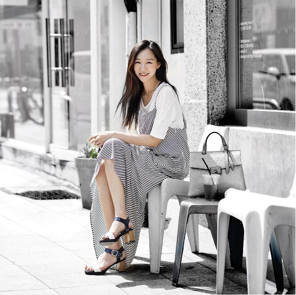 Jiwon Yun Instead of wearing only the striped dress, she layered it on a white basic T! Such a brilliant pairing!