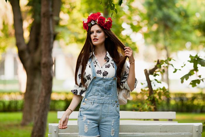 viktoriya sener fashion blogger from istanbul turkey wearing tomtop denim romper blouse with roses flower crown mango backpack stradivarius summer brogues (5)