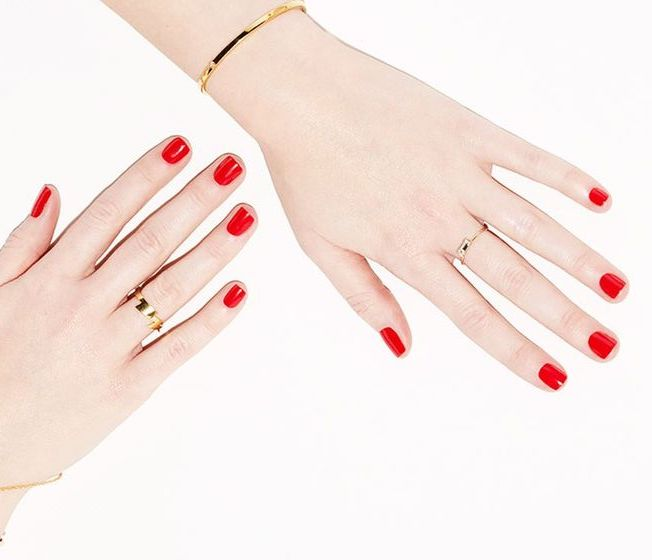 fall-winter-nail-color-trends-you-have-to-try-right-away-apple-picking-red