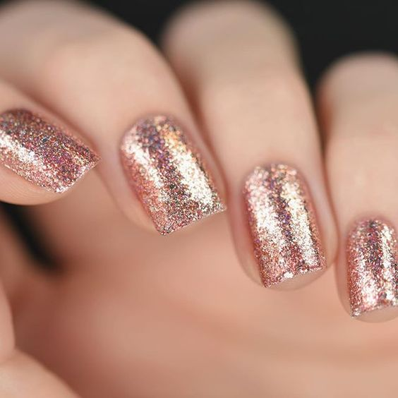 fall-winter-nail-color-trends-you-have-to-try-right-away-high-shine-metallic
