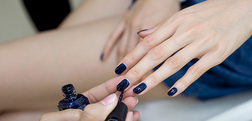 fall-winter-nail-color-trends-you-have-to-try-right-away-midnight-blue