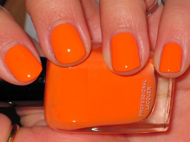 fall-winter-nail-color-trends-you-have-to-try-right-away-pumpkin-orange