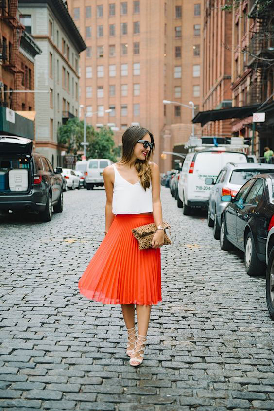 how-to-style-pleated-skirt-the-wardrobe-essential-carriebradshawlied