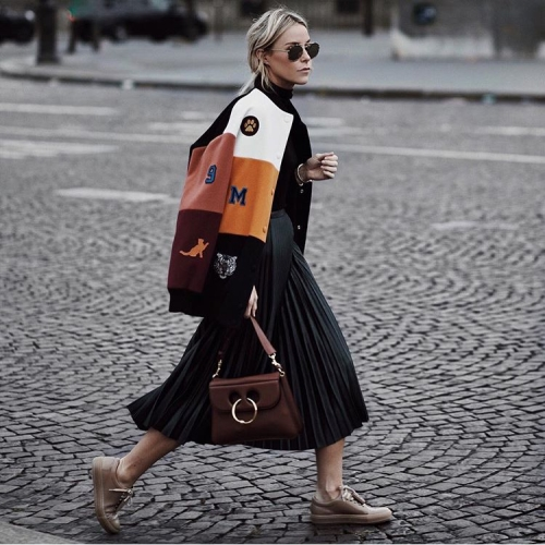 how-tos-wear-your-sneakers-in-style-mary-seng
