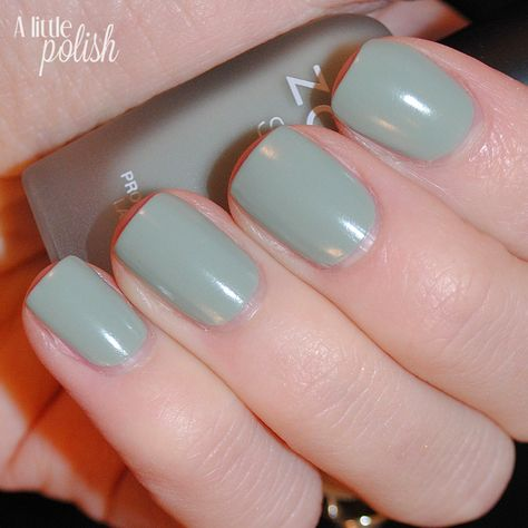 fall-winter-nail-color-trends-you-have-to-try-right-away-mossy-green