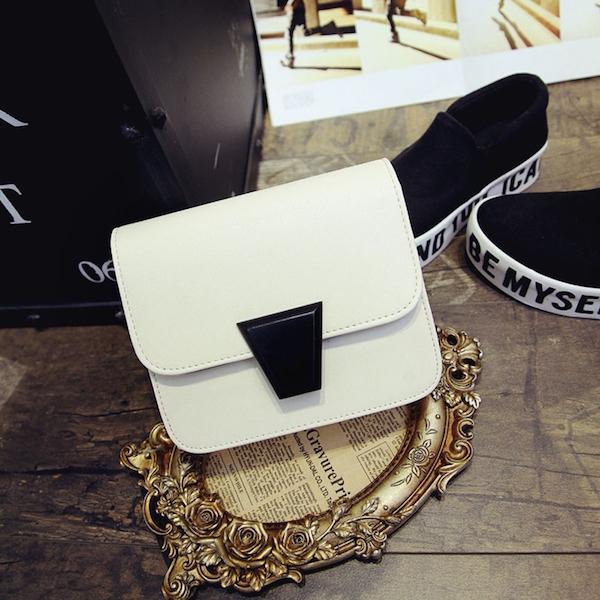 white-black-elegant-simple-crossbody-bag