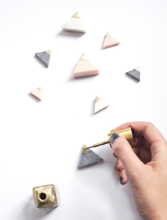 diy-mini-mountain-photo-or-card-holders-paint-gold