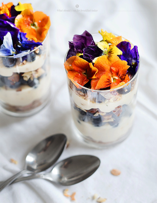 granola-with-edible-flowers-recipe