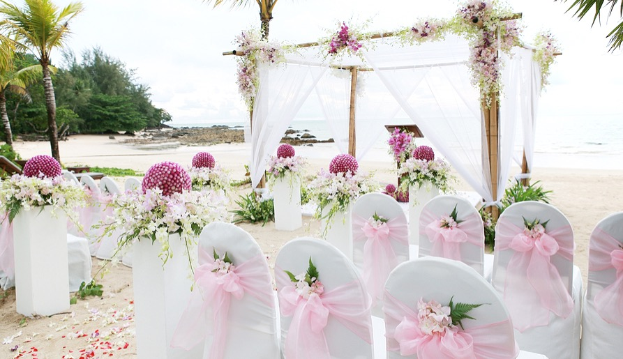 Blush pink wedding inspiration luullas blog with so many wedding themes choosing one can be a difficult choice in todays wedding inspiration post we have decided to go with the pink theme as it is junglespirit Image collections