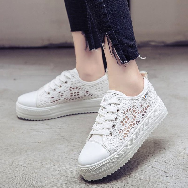 Lace Lace-Up Canvas Platform Sneakers