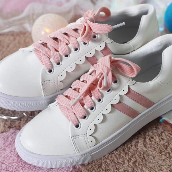 White Faux Leather Sneakers Fetauring Pink Lace-Ups